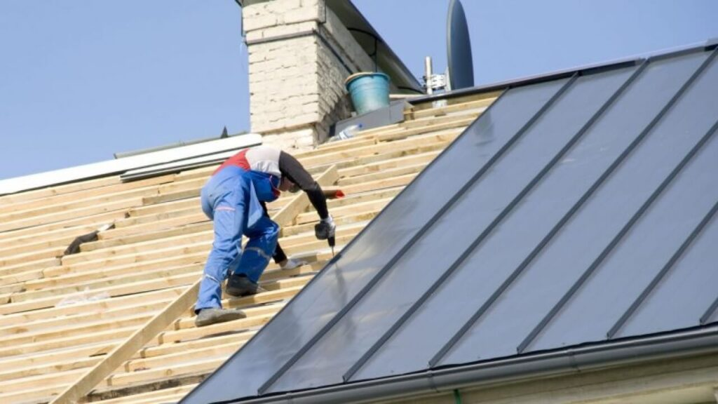 Metal Roofing Contractors-Quality Metal Roofing Crew of West Palm Beach